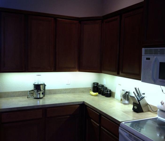 свещение рабочей зоны светодиодными светильниками на кухне