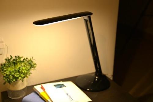лампа настольная светодиодная белая теплая