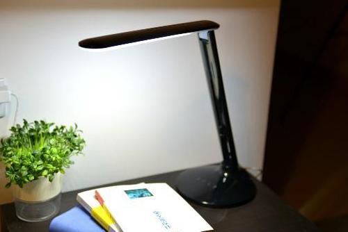 LED настольная холодная белая лампа