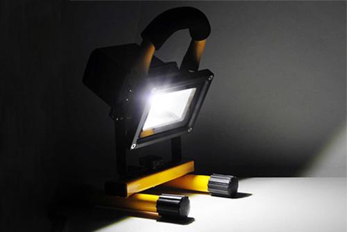 led портативный светодиодный фонарь переносной прожектор аккумулятор