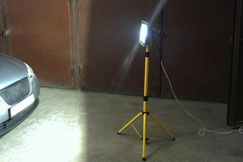 led прожектор на штативе светодиодный купить